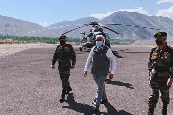 Thủ tướng Ấn Độ Narendra Modi đã có chuyến thăm bất ngờ tới căn cứ quân sự ở vùng Ladakh