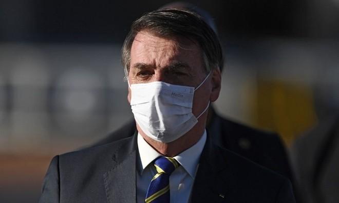 Ông Bolsonaro bị sốt 38 độ C và