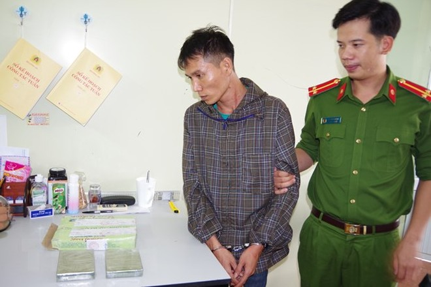 Đối tượng Phan Trường Giang và tang vật bị bắt giữ. (Nguồn: TTXVN)