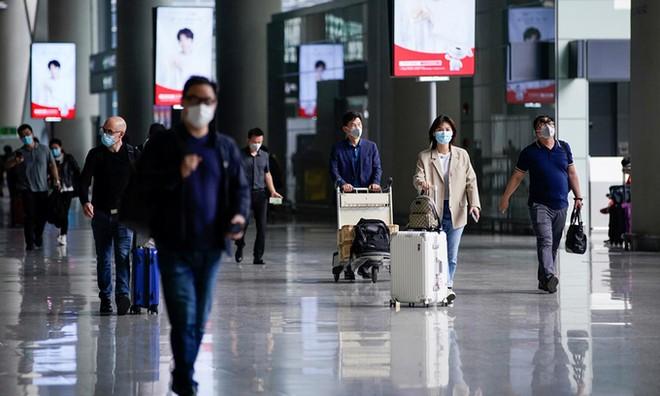 Hành khách tại thành phố Thượng Hải, Trung Quốc