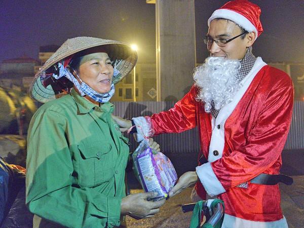 Nghĩa cử ấm áp mùa Noel ảnh 1