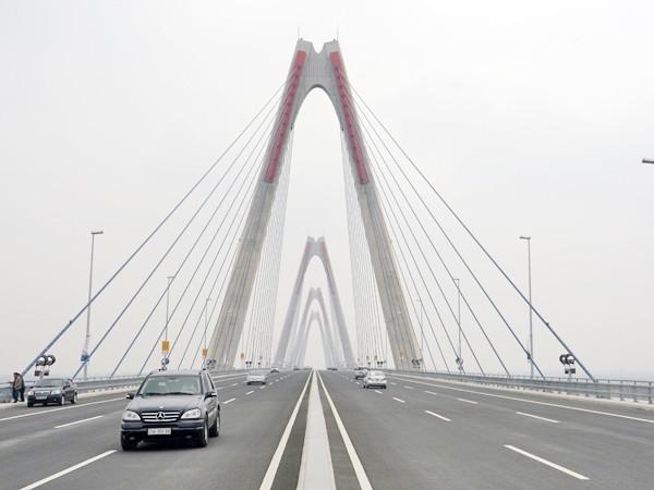 Phân luồng phương tiện qua cầu Nhật Tân, đường Võ Nguyên Giáp ảnh 1