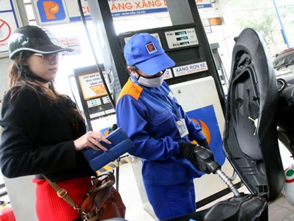 Xăng dầu giảm giá, doanh nghiệp than lỗ ảnh 1