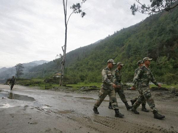 Ấn Độ tăng cường phòng thủ biên giới với Trung Quốc ảnh 1