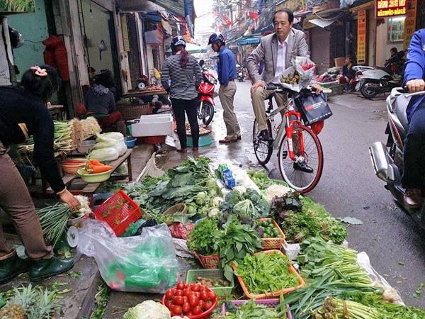 Sau Tết, rau xanh tăng giá gấp đôi ảnh 1