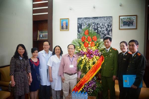 Chúc mừng các y, bác sỹ nhân kỷ niệm 60 năm ngày Thầy thuốc Việt Nam ảnh 4