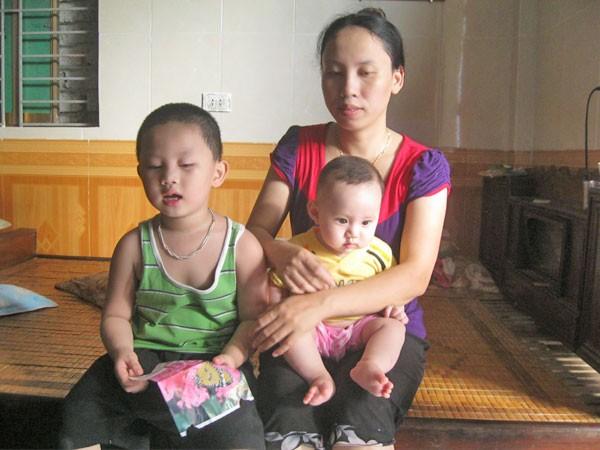 Ba mẹ con chị Hoa trong ngôi nhà hạnh phúc của mình