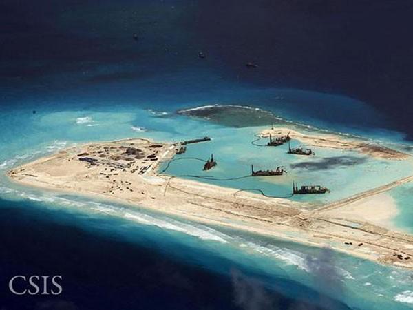 Báo châu Âu tố Trung Quốc xây đảo chiếm biển ảnh 1