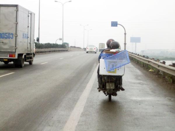 Đề xuất tịch thu xe máy đi vào đường cao tốc ảnh 1
