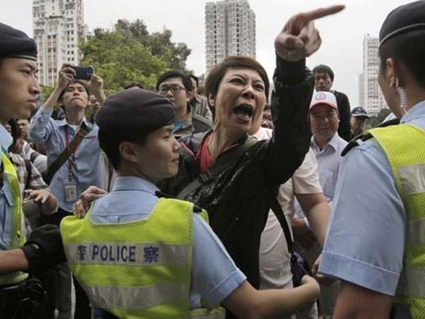 Biểu tình phản đối người đại lục ở Hồng Kông ảnh 1