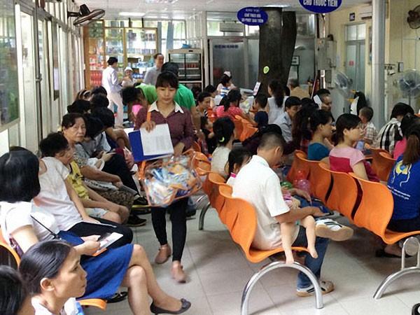 Thiếu vaccine dịch vụ, Bộ Y tế rút gọn điểm tiêm ảnh 1