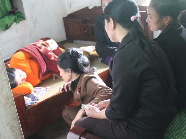 Khắc khoải ngóng tin chồng mất tích trên tàu cá Đài Loan ảnh 1