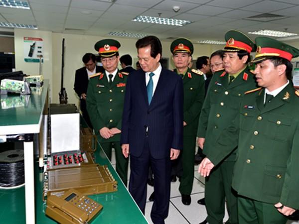 Thủ tướng: Xây dựng Viettel trở thành tập đoàn hàng đầu khu vực ảnh 1