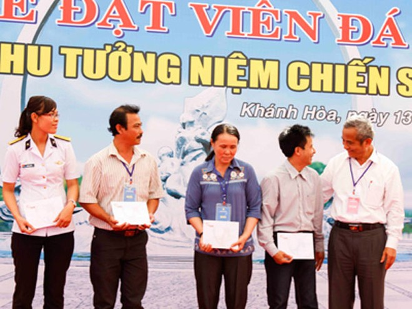 Chủ tịch Tổng Liên đoàn Lao động Việt Nam tặng quà cựu binh chiến đấu tại Gạc Ma và thân nhân liệt sĩ hy sinh tại đảo Gạc Ma