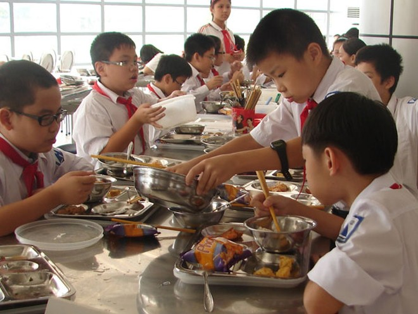 Chặn nguy cơ thực phẩm bẩn tràn vào trường học ảnh 1
