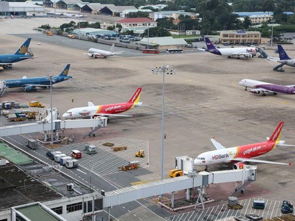 Tăng thuế môi trường, hàng không đồng loạt kêu khó ảnh 1