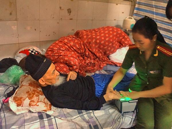 Phục vụ cấp CMND tận nhà cho người già yếu ảnh 1
