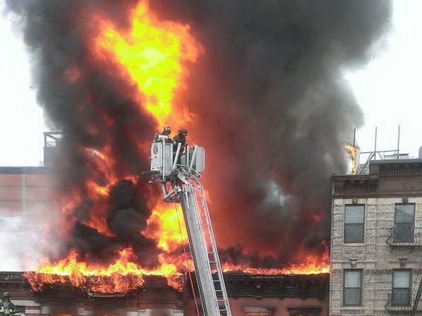 Nổ lớn làm sập 2 tòa nhà ở New York ảnh 1