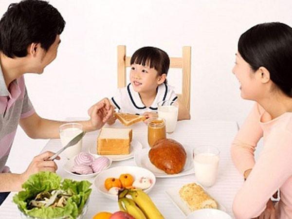 Bữa sáng đúng cách cho trẻ ảnh 1