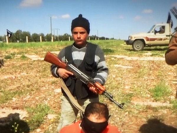 Rùng mình lò đào tạo chiến binh trẻ em của IS ảnh 1