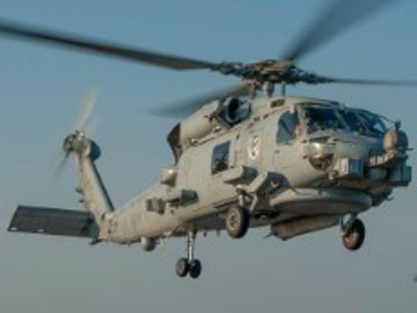 Máy bay Iran lượn sát trực thăng vũ trang Mỹ ảnh 1
