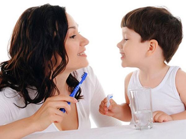 7 sai lầm khi chăm sóc răng cho trẻ ảnh 1