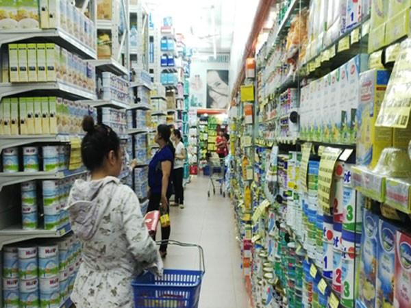Giá sữa giảm nhỏ giọt, người tiêu dùng vẫn phải mua ảnh 1