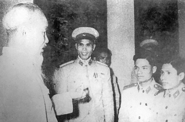 Chủ tịch Hồ Chí Minh với Công an nhân dân ảnh 1