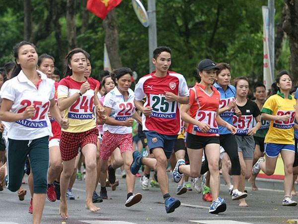 Hơn 1.500 người chạy vì hòa bình ảnh 1