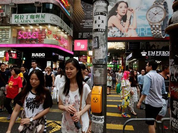 Đông đảo khách du lịch Trung Quốc tới Hồng Kông mua sắm