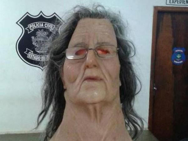 Hóa trang thành bà già để trốn tù ảnh 1