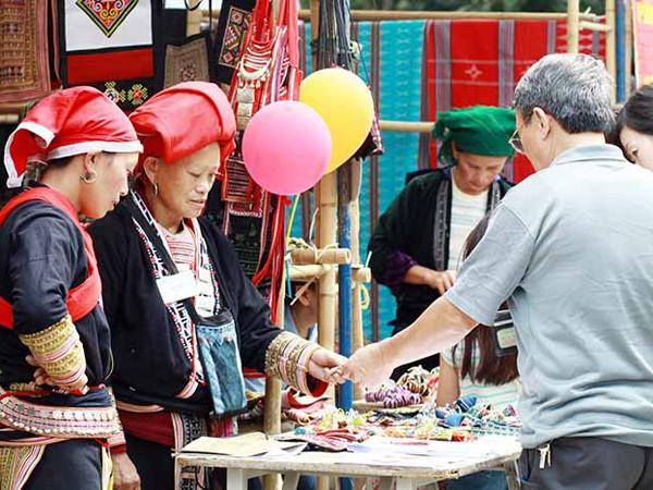 Hội chợ hàng thủ công truyền thống ảnh 1