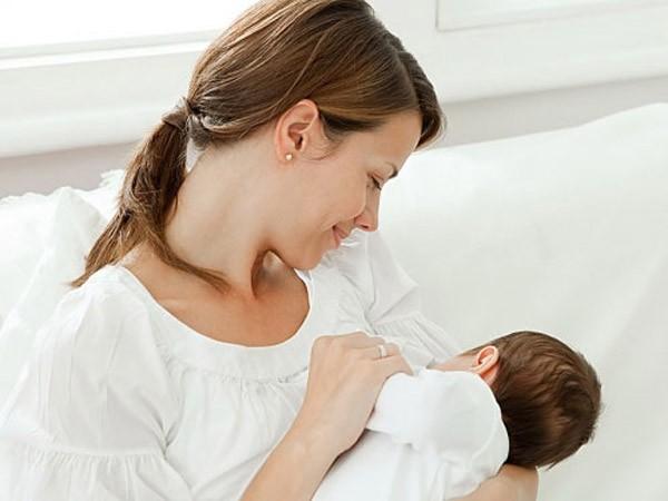 Trẻ sinh non được bú mẹ phòng tránh bệnh về mắt ảnh 1