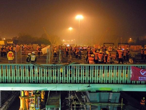 Choáng với tốc độ xây cầu ở Bắc Kinh chỉ trong 36 giờ ảnh 1