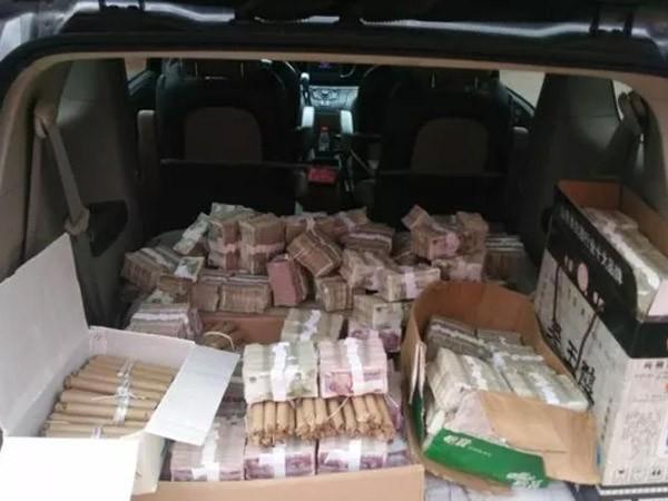 Lái xe tải chở tiền lẻ đi mua nhà ảnh 1