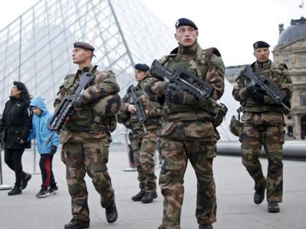 Pháp thắt chặt an ninh trước thềm hội nghị về biến đổi khí hậu ảnh 1