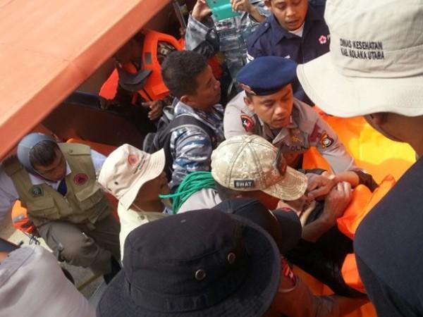 Indonesia: Chìm phà chở khách, hơn 80 người mất tích ảnh 1