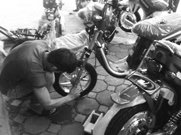Dịch vụ sửa xe đạp điện: Tiện nhưng nhiều nguy cơ ảnh 1