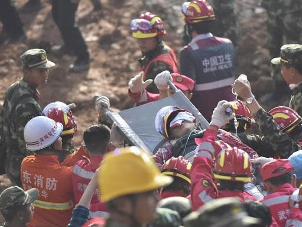 Một người đàn ông được giải cứu sau hơn 60 giờ xảy ra vụ lở đất ở Thâm Quyến