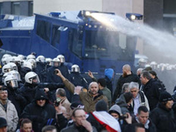 Đức: 2.000 cảnh sát giải tán biểu tình bạo lực ảnh 1