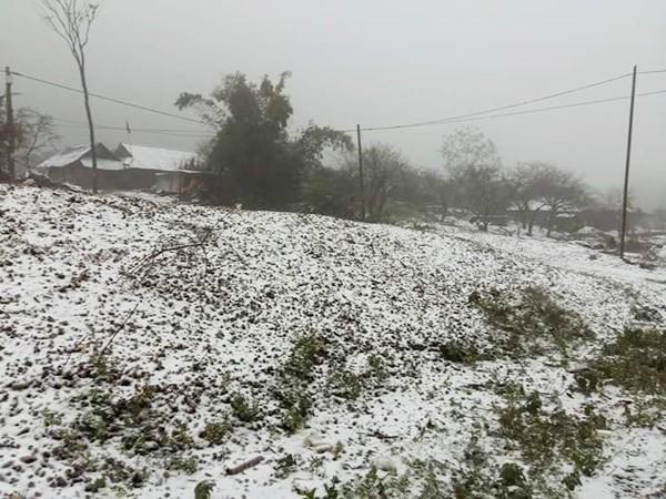 Khắc phục hậu quả, đảm bảo an toàn cho du khách nơi có tuyết rơi ảnh 1