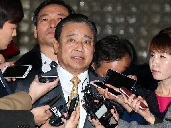 Cựu Thủ tướng Hàn Quốc lĩnh 8 tháng tù vì nhận hối lộ ảnh 1