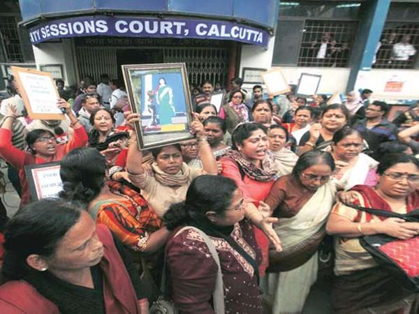 Ấn Độ kết án tử hình 3 kẻ hiếp dâm tập thể ảnh 1