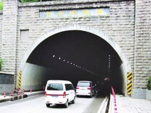 Đường hầm quay ngược thời gian ảnh 1