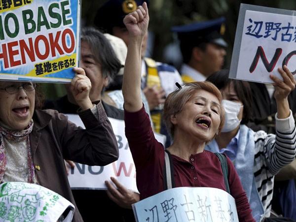 Nhật Bản: Biểu tình phản đối tái bố trí căn cứ quân sự Mỹ ảnh 1