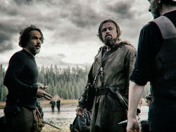 Leo (giữa) tại hậu trường The Renevant