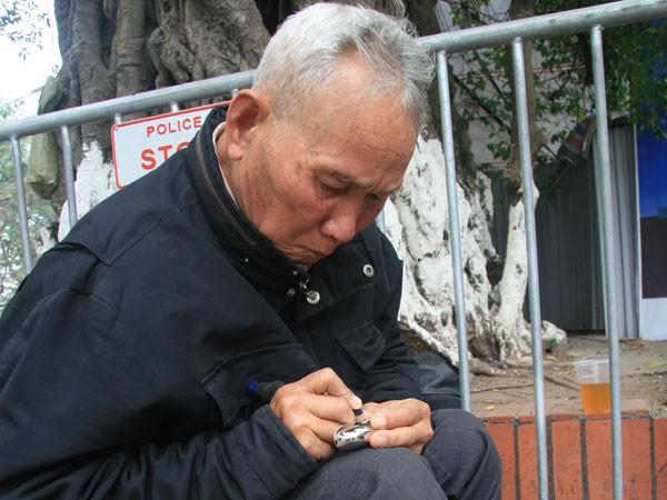 Người khắc bút cuối cùng trên phố Đinh Tiên Hoàng ảnh 1