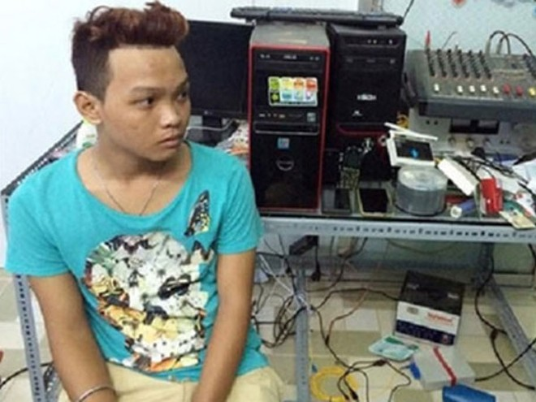 Nguyễn Trần Bảo Anh và phương tiện lưu trữ, phát tán clip, ảnh nội dung đồi trụy