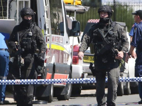 Cảnh sát triển khai tới hiện trường vụ xả súng hôm 7-3