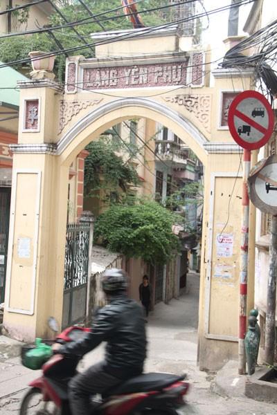 Cổng đình làng Yên Phụ